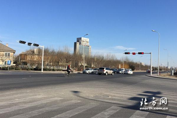 采纳网民建议 梨双路领世路交口增设交通信号灯