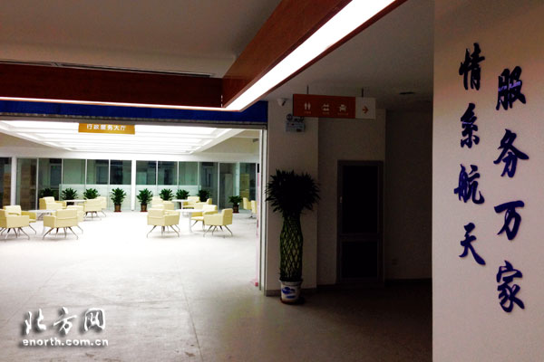 社区服务中心大厅设有公安,信访,工青妇等职能部门办事窗口,方便居民