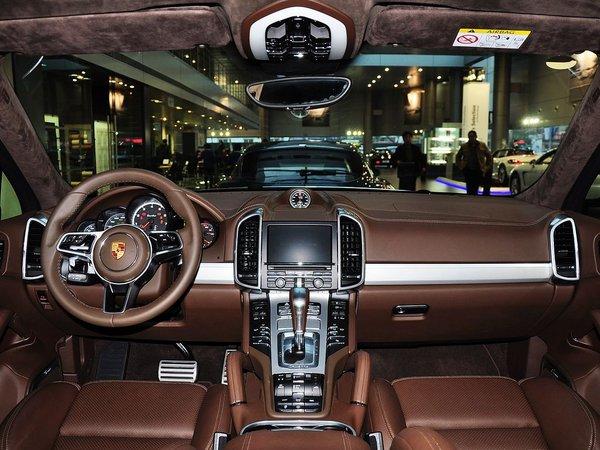 保时捷卡宴极限提速 15款新车购车减10万高清图片
