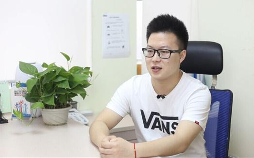 史上最年轻的CEO参加达内网络营销培训月薪