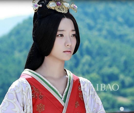 王珞丹电视剧《卫子夫》造型剧中3牛莉演的电视剧床戏图片