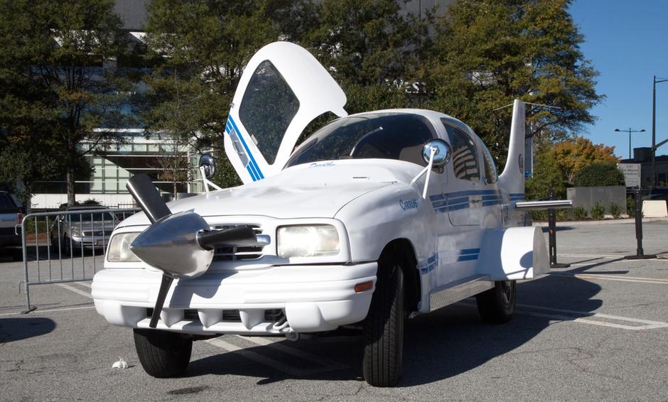 飞机汽车合二为一 美国男子打造奇葩车辆