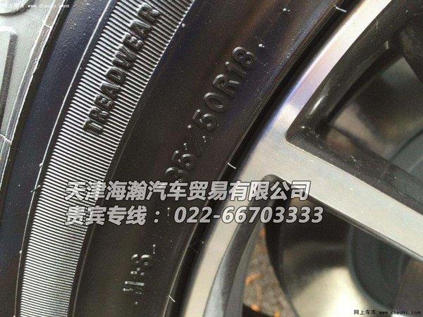 美规版福特野马设计师们采用了对称布局的仪表盘、双弧形中控台以及高清图片