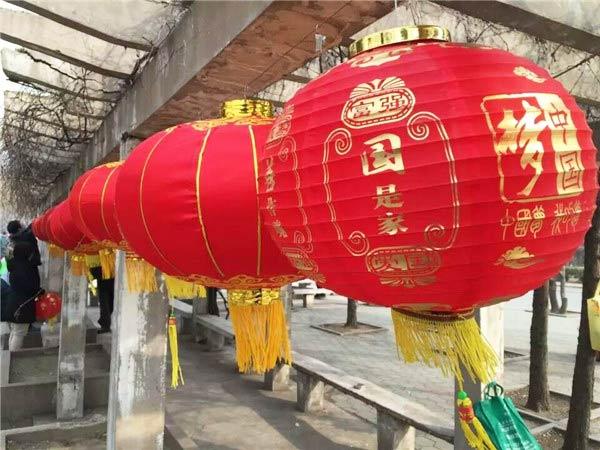 曲江公园健身广场也呈现出一番热闹的景象,广大市民积极参与乒乓球