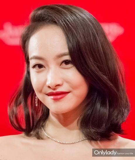 分女星都是露出右边的耳朵-高圆圆刘诗诗侧颜露耳朵发型美哭了图片
