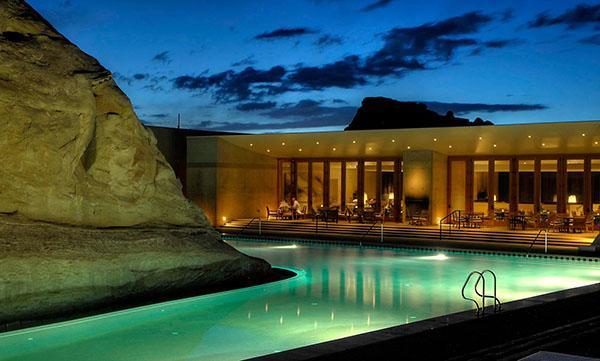 """坐落自然中的酒店泳池  谁能问鼎""""全球最美""""?"""