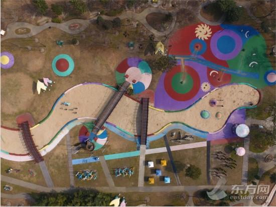 这是航拍的上海辰山植物园内的儿童植物园.