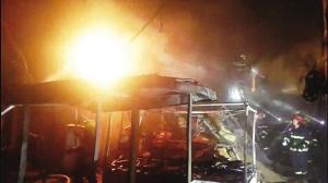 河北区怒江里小区 杂物起火烧坏住户空调