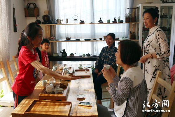 北方网小记者变身小小茶艺师 学习茶文化