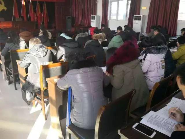 大钟庄镇组织开展党的十九大精神和新党章知识