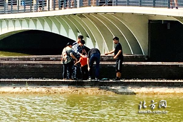 1分30秒的营救:天大学子协力智救落水儿童