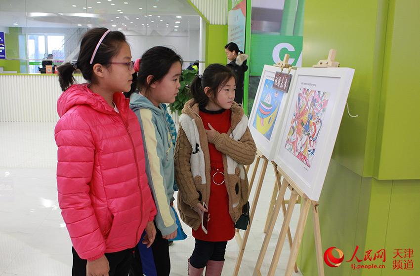 天津庆祝改革开放40周年图片展融入儿童画 见成就展未来