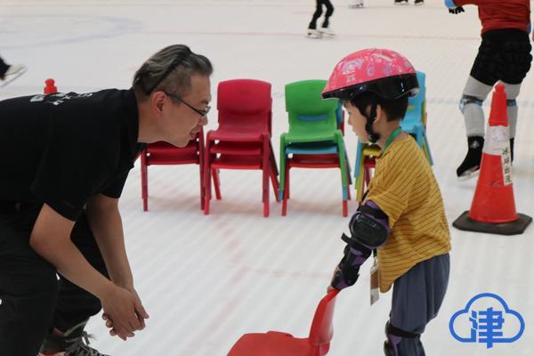 儿童节的冰上狂欢 体育俱乐部网友体验专业滑冰