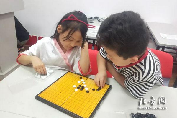 大同道社区暑期快乐营地开展棋艺游戏活动