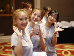 青春飞扬 志愿护航 志愿者成为最美风景线