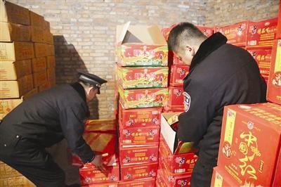 静海警方捣毁烟花爆竹存储黑窝点 查获1800余箱