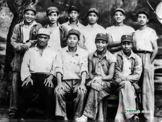 百岁红军的嘱托|索心忠:西苑机场阅兵后 毛主席和我们合影