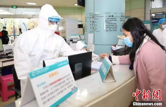 发改委:已能保障一线医护人员医用口罩防护需要