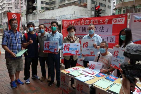 林郑月娥赴现场签名支持香港维护国家安全立法联署活动