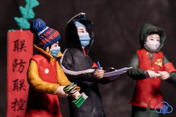 """七旬老人创作战""""疫""""手工艺品:从《坚守》到《胜利》"""