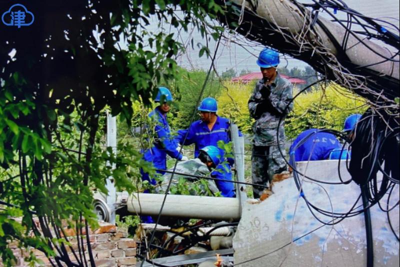 恶劣天气致电力设备受损 天津电力全力抢修