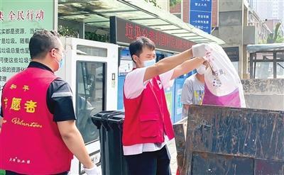 端午假期 和平区各街道社区志愿者持续开展卫生清整活