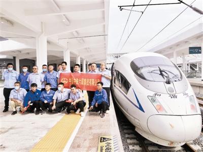 商合杭高铁合肥至杭州段开通运营 天津建设者登上首趟车