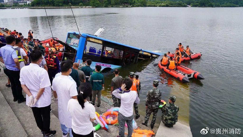 贵州坠湖公交车又救出一人!交通运输部印发警示通报