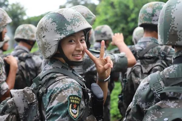 又美又飒!中国女兵