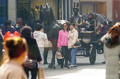 津城节日消费牛劲十足 全市200家重点监测商贸流通企业春节假期实现销售额15.9亿元