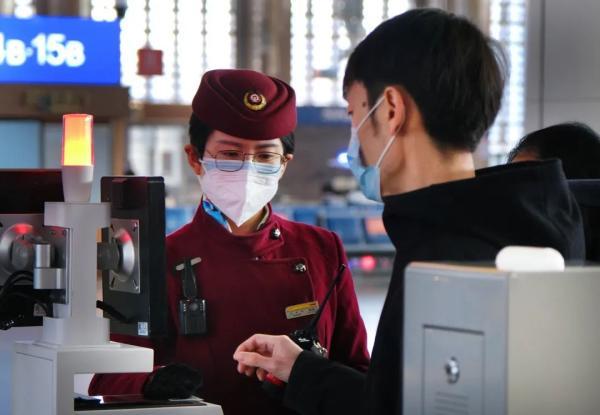 春节假期铁路货运发送量大幅增长,旅客运输平稳运行