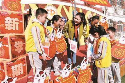 """天津中小学积极开展思政教育 开学第一课 从""""爱国""""开始"""