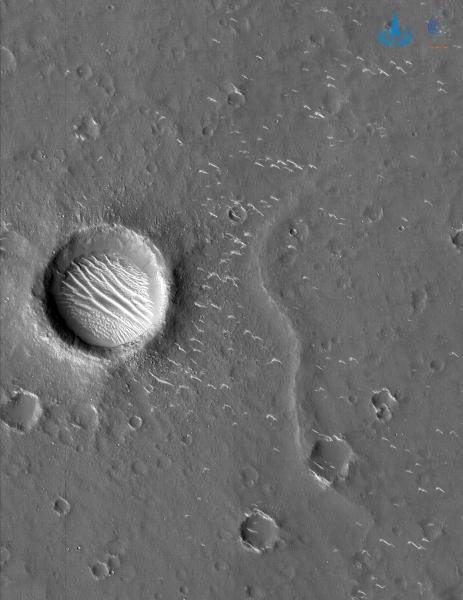 天问一号拍下高清火星照片 多种地貌清晰可见