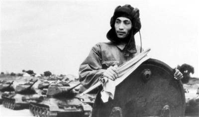 红色津沽热血|平津战役中的英雄坦克手董来扶