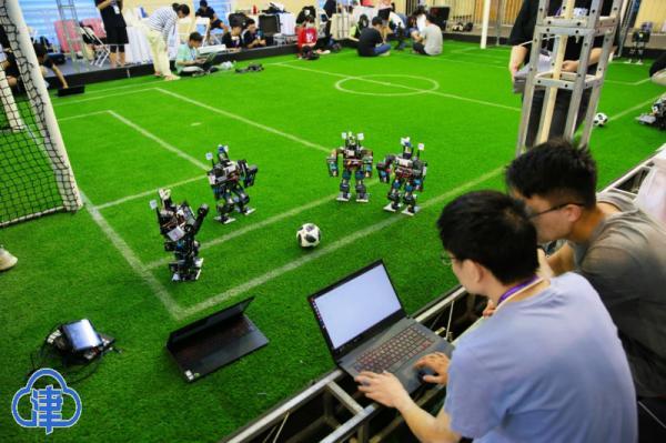 """200余支参赛队""""线上线下""""比拼 两大机器人世界杯开赛"""