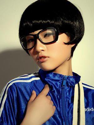 女人/为什么男人不向戴眼镜女人调情戴眼镜的女人给人一种知识渊博的...